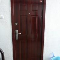 Fényes cseresznye színű HiSec ajtó, glettelve