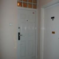 HiSec Ajtó Classic fehér színű, felülvilágító helye üvegtéglával befalazva, glettelve!!