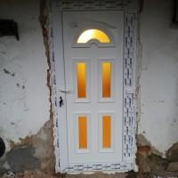 Temze 5 bejárati ajtó beépítve eljavítás nélkül