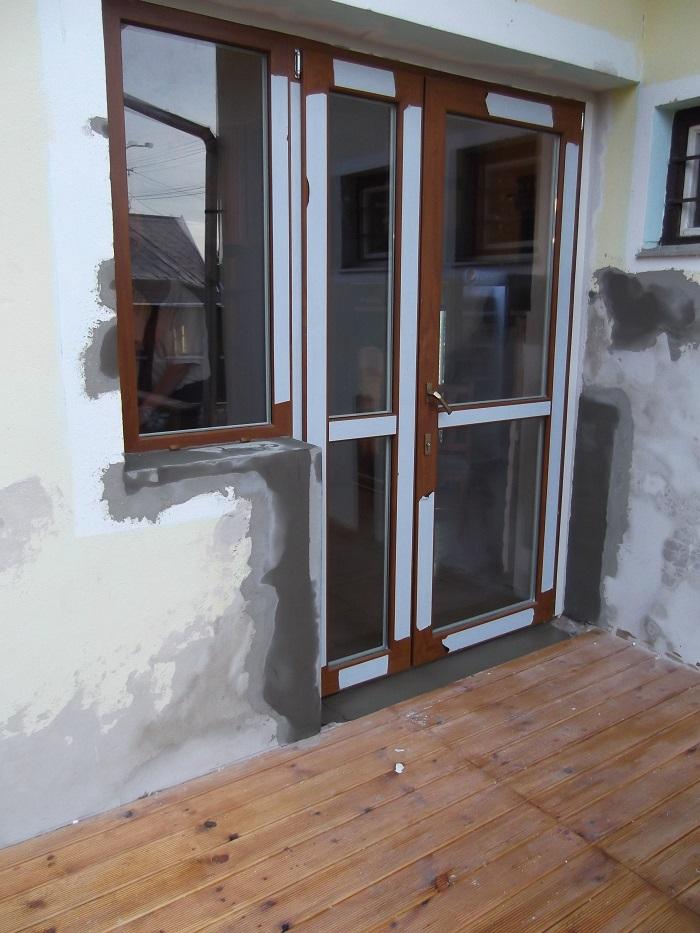 ALUPLAST Aranytölgy, kifelé nyíló műanyag kétszárnyú teraszajtó fix ablakkal!